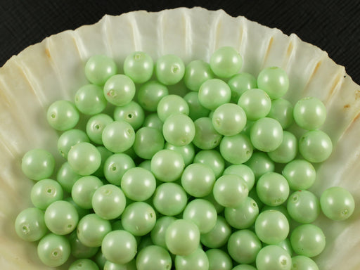 30 pcs Round Pearl Beads, 8mm, Baby Green Pastel, Czech Glass