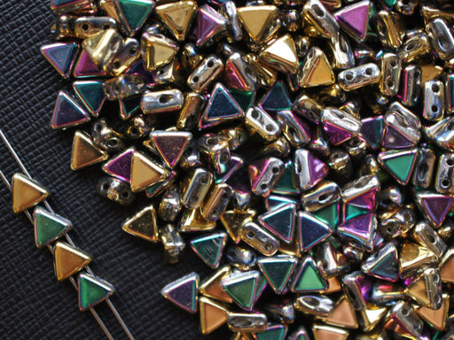 50 pcs Khéops® Par Puca® 2-hole Beads, Triangle 6mm, California Green, Czech Glass
