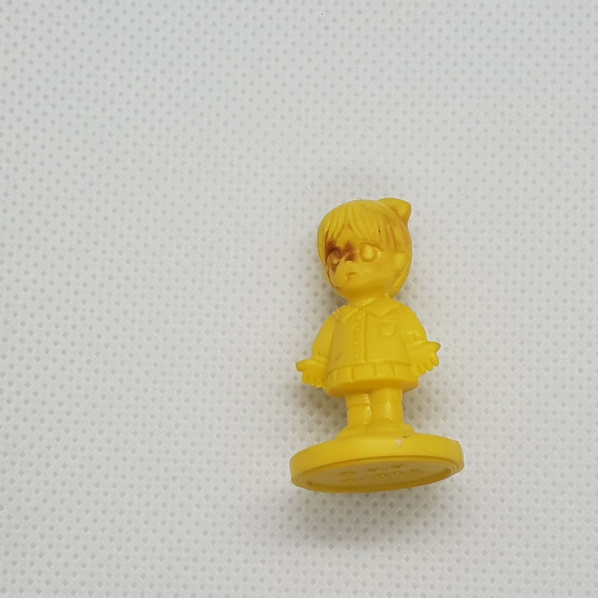 Yellow Stained Girl W/ Stand - Keshi