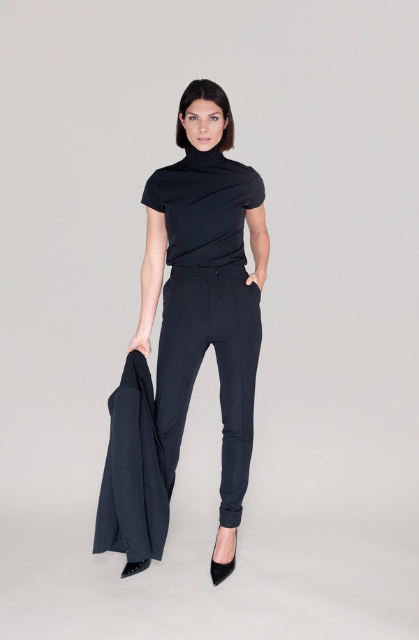 THE TURTLENECK TOP - black