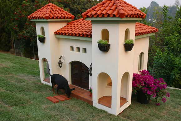La Petite Maison Custom Mediterranean Dog House - le-pet-luxe