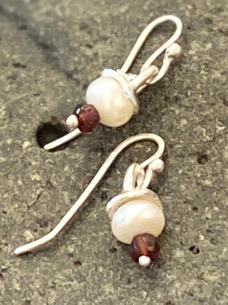 Pearl 'cream puff' earring with coloured stone