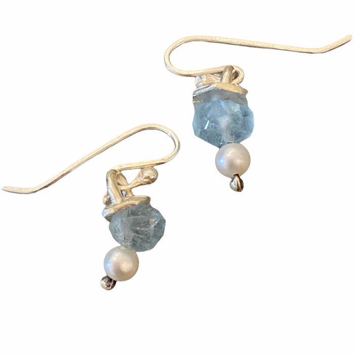 Aquamarine drop earring with pearl