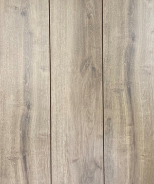 WR Oak 12mm A Grade unpadded Laminate Flooring 15.94 sf per box