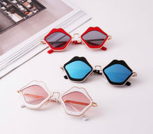 Load image into Gallery viewer, Lippie Sunglasses