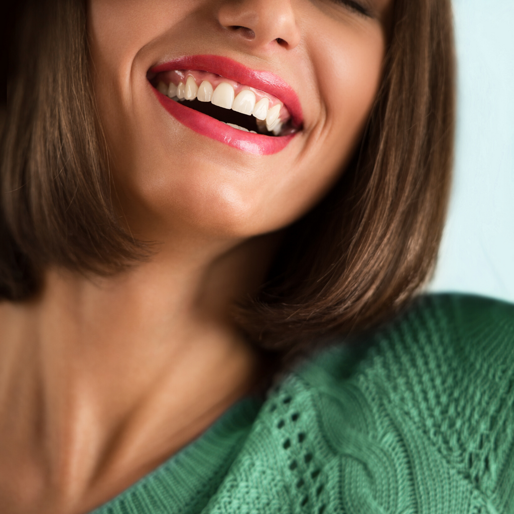 Dreaming of a White Christmas: Natural Teeth Whitening Tips to Keep Your Smile Bright