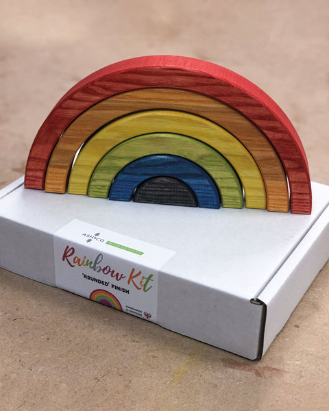 Make your own wooden rainbow as a sign of hope and love in 2020