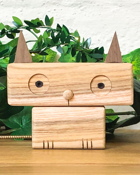 Make this cute cat out of recycled wood in a unique woodworking craft workshop for kids