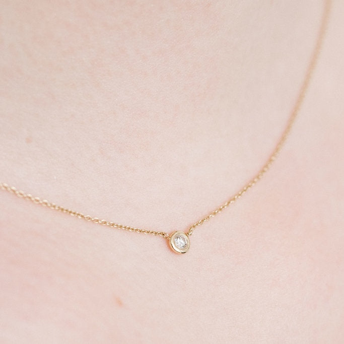 Yellow Gold Le Solitaire necklace