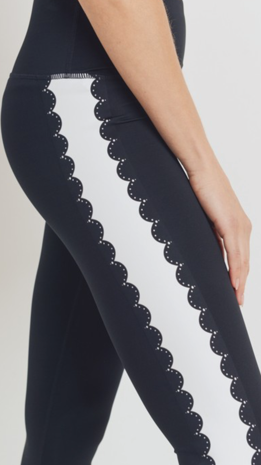 Black/White Scalloped Leggings