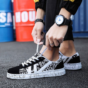 Sneakers Men Casual Shoes Spring Autumn New Fashion Skateboarding Shoes Comfortable Soft Male Canvas Shoes Graffiti Flat Shoes