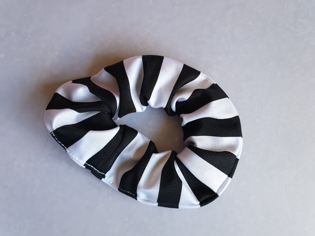 Black & white Scrunchie - In Stock