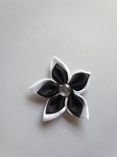 Black & white flower motif - In Stock