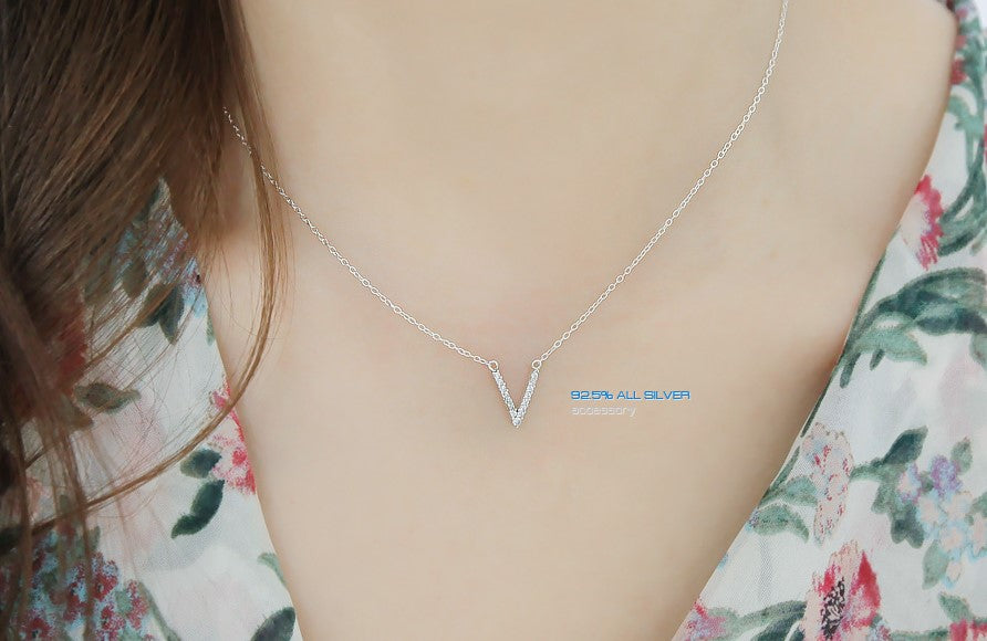Soo & Soo V Pendant Chain Necklace