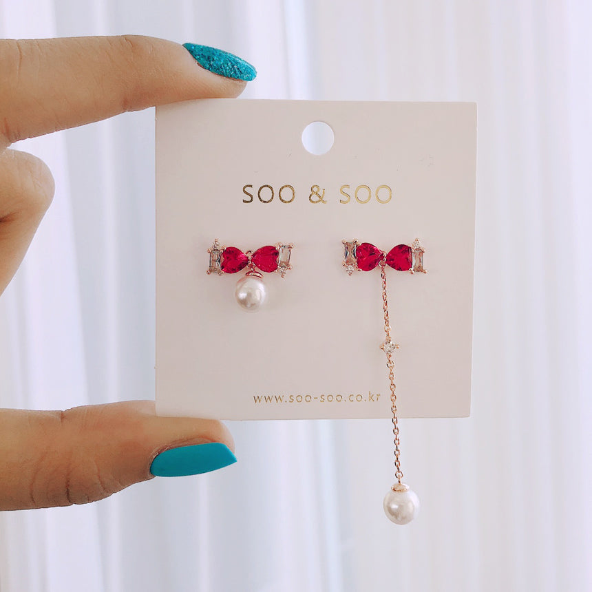 Soo & Soo Ribbon Pearl Mismatched Earrings