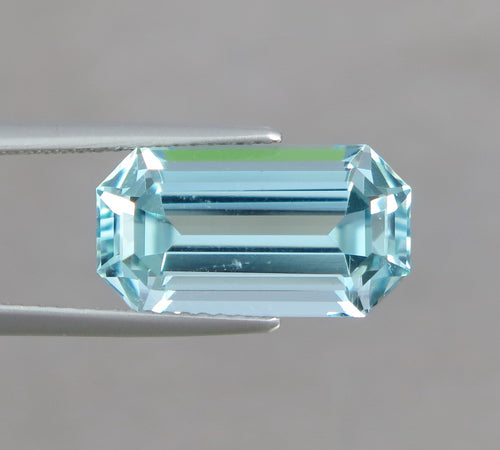 VVS 6.10 CT Excellent Emerald Cut Natural Blue Aquamarine from Nigeria.