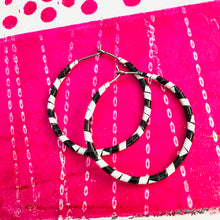 Load image into Gallery viewer, Spiraled Black & White Small Tin Hoop Earrings