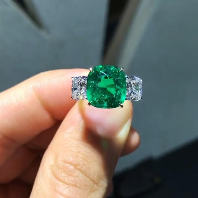 Cushion Cut Green Lab-created Sapphire Engagement Ring in 925 Sterling Silver