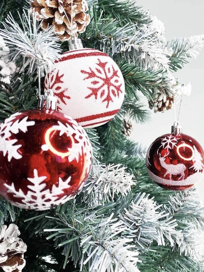 balls with reliefs to decorate christmas tree
