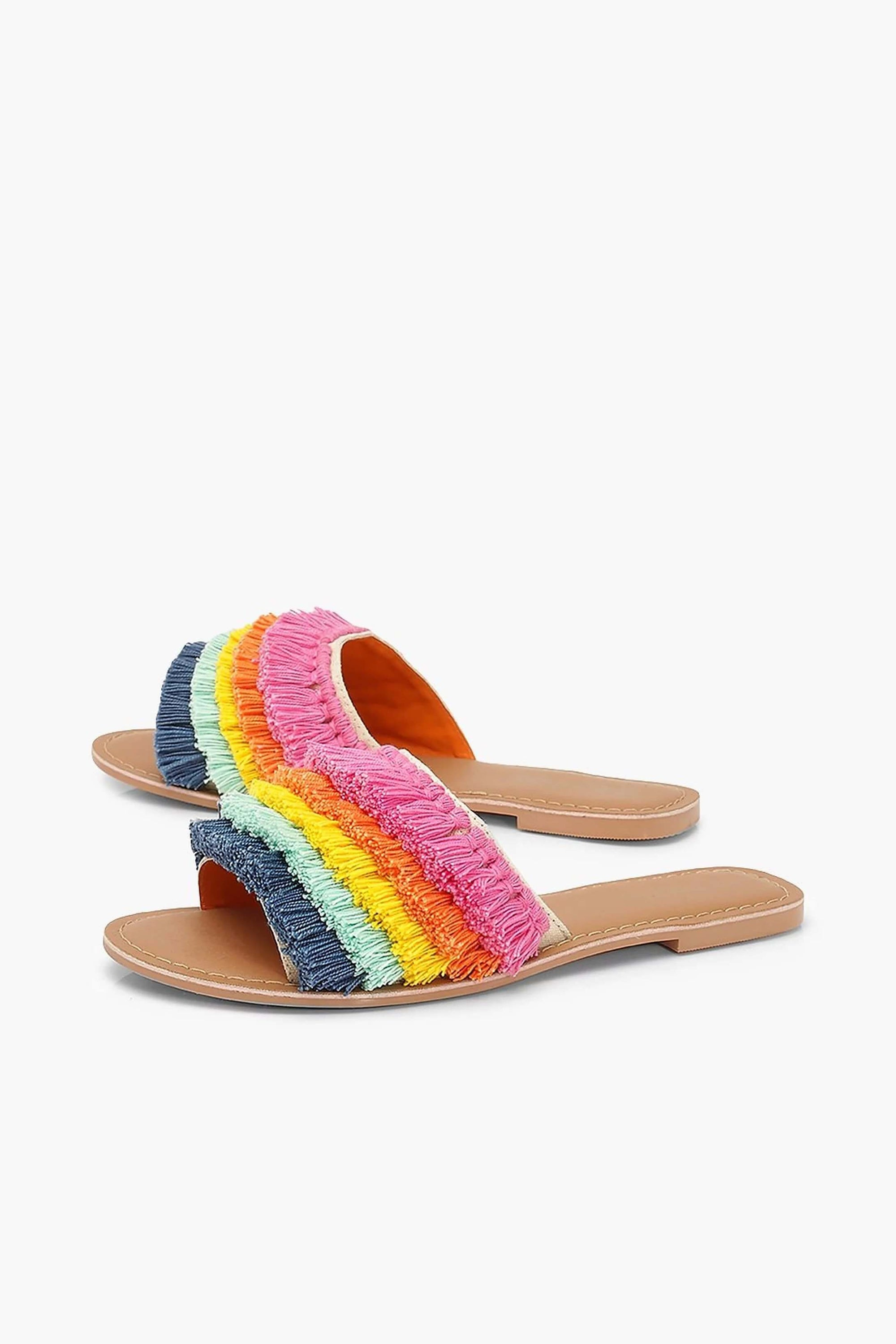 Canvas full color slide boho and casual style, espadrilles type and with fringed details in various colors.