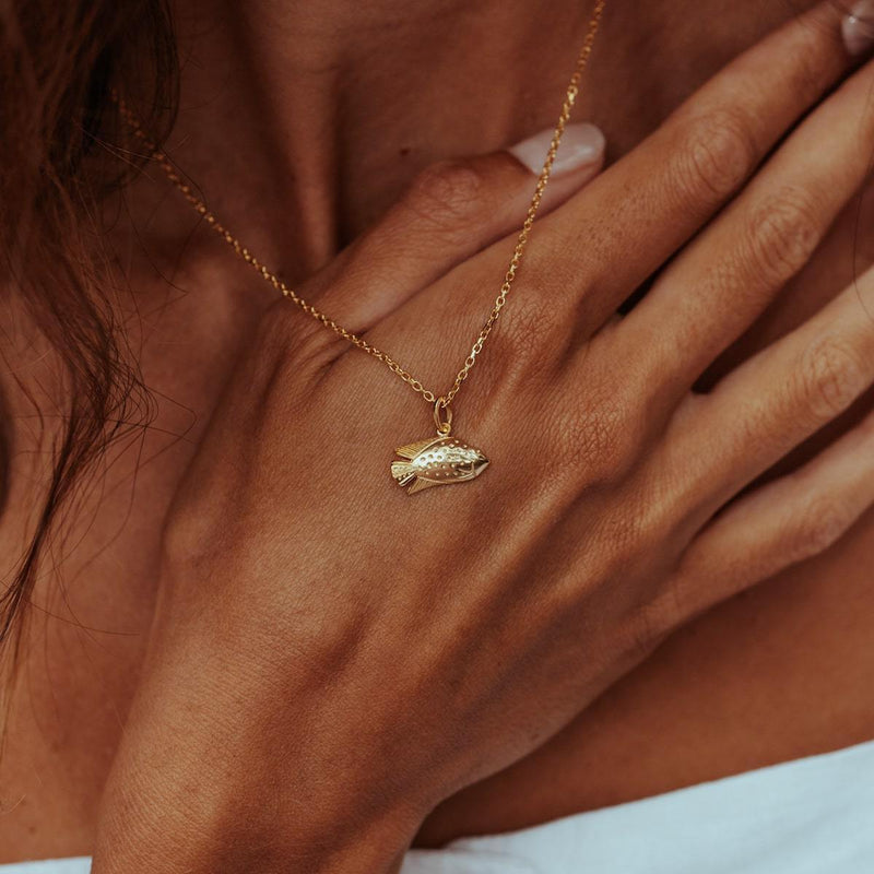 GOLD-PARROT-FISH-CHARM-NECKLACE-CABINET-JEWELLERY