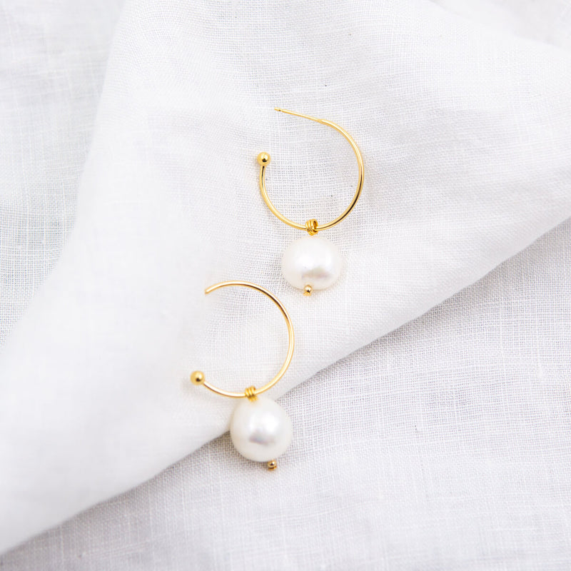 MOLLY NATURAL PEARL HOOP EARRINGS