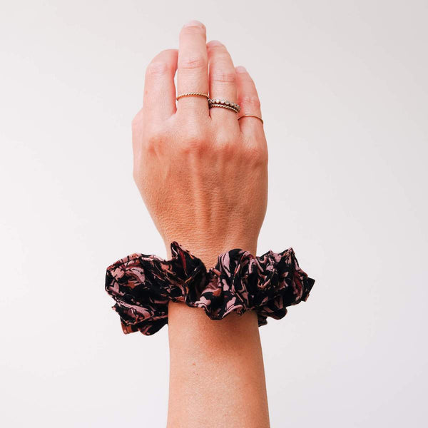 THE-MULBERRY-AND-BLACK-PRINT-SCRUNCHIE-CABINET-JEWELLERY