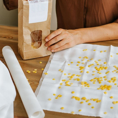 Make your own reusable beeswax food wraps kit! Natural wax, organic cotton - jiminy eco-toys