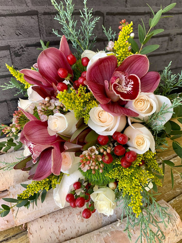 FESTIVE HAND-TIED BOUQUET
