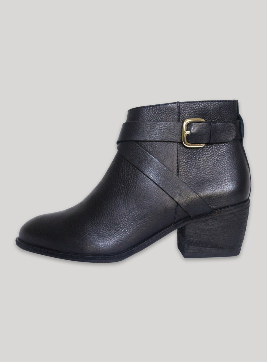 Leather Ankle Boot with Criss-Cross Strap Boots COME0002