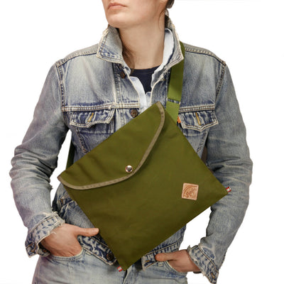 Musette with triangle flap in olive green
