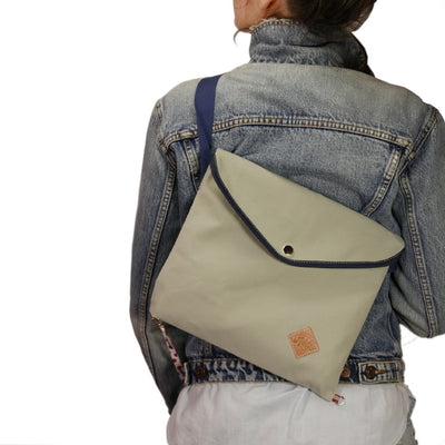 Musette with triangle flap in gray