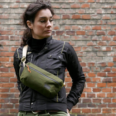 City explorer - olive green with golden strap
