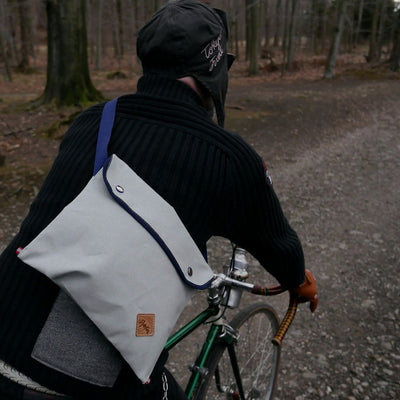 Musette with flap in gray