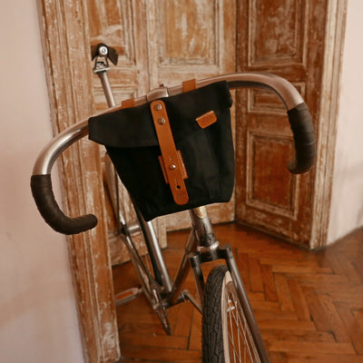 J-23 in black handlebar bag - La Jefa and sons