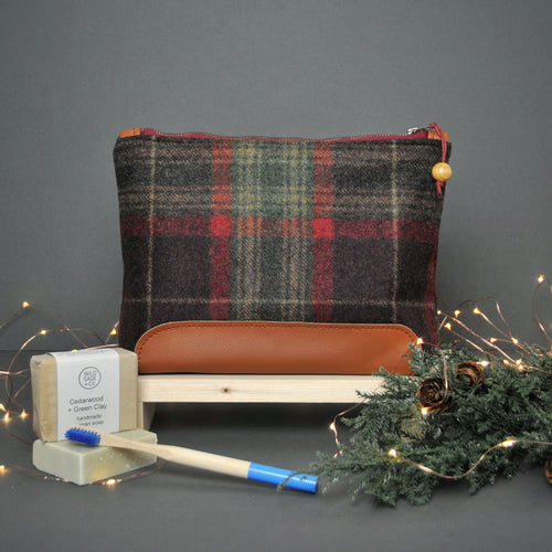 Men's Gift Set - Red Washbag