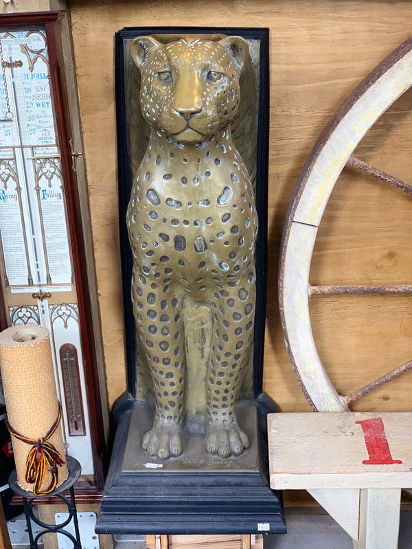 TWO AMAZING BRONZE LEOPARD SCULPTURE PEDESTALS BY WILLIE BOTHA / BUYER MUST COLLECT IN E8 3DF