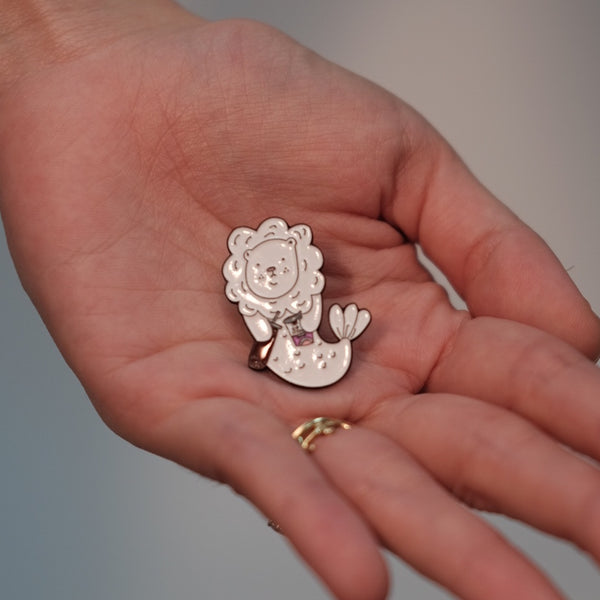 Merlion Snack enamel pin