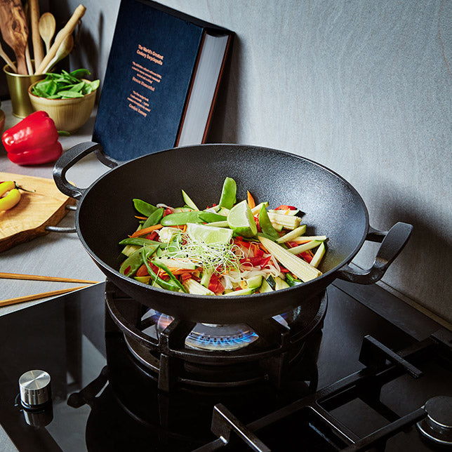 cast iron wok cooking
