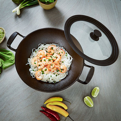 Cast Iron Wok with Silicon Lid