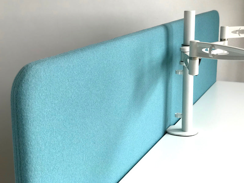 Acoustic screen for standing desks upholstered in Velito Presto felt fabric