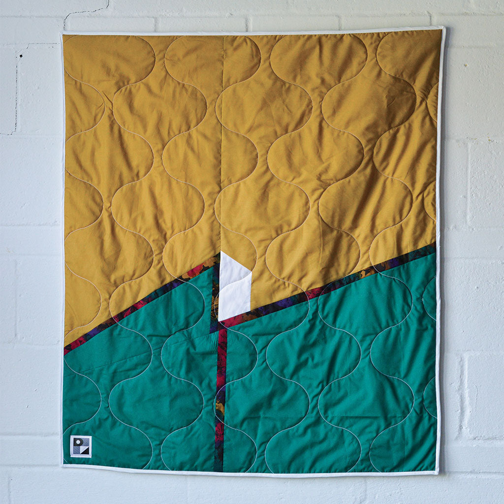 "No. 113 - Baby blanket / Wall hanging - ""Inconnu et le mur"" model"