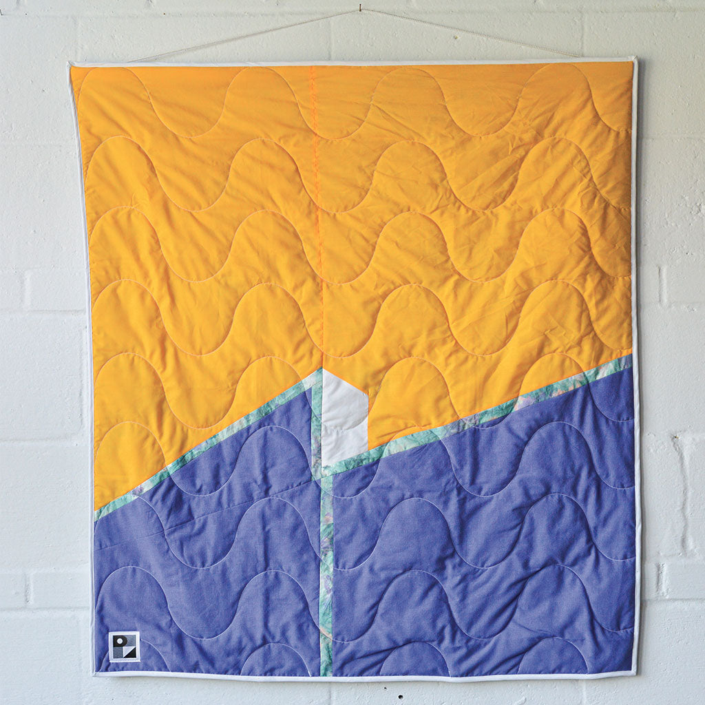 "No. 114 - Baby blanket / Wall hanging - ""Inconnu et le mur"" model"
