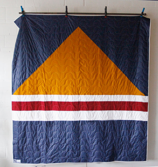 "No. 53 - Queen-size format quilt - ""Feu de camp"" model - Blue, yellow and red"