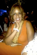 Magazine Editor-at-Large Gayle King in Bubbly Sky Bracelet