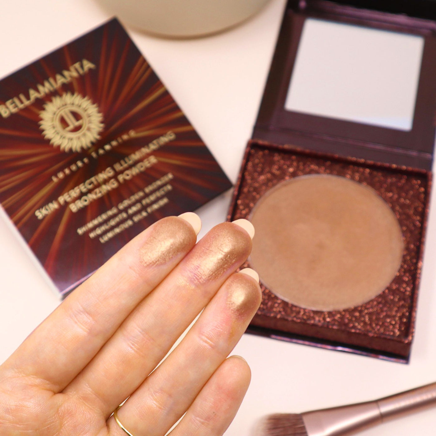 Load image into Gallery viewer, Bellamianta Skin Perfecting Illuminating Bronzing Powder
