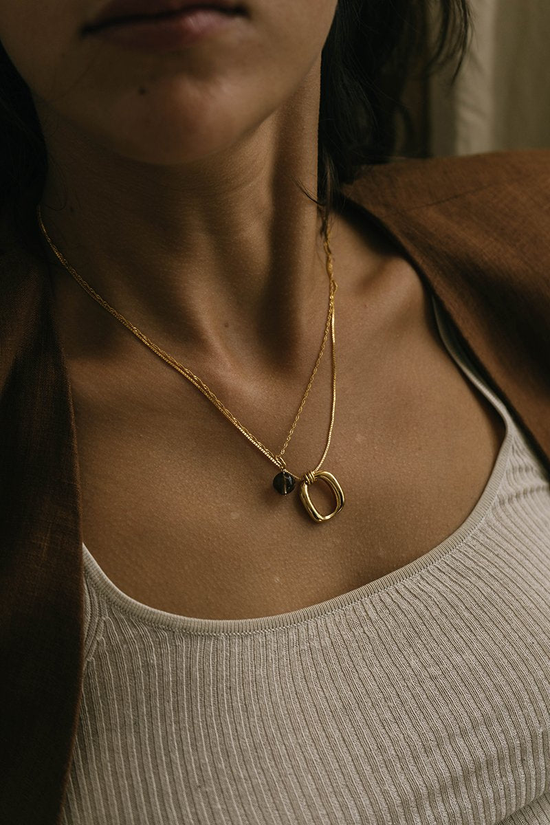 Brie Leon Enlazar Pendant in Gold