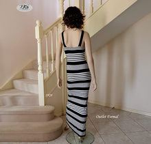 Load image into Gallery viewer, Scoop Neck Stripe Maxi Dress in Black/Ivory Style 1928 Size 6/8