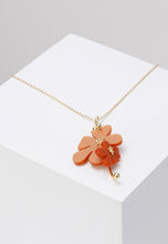Load image into Gallery viewer, EXCLAiM Acrylic Flower Pendant Necklace