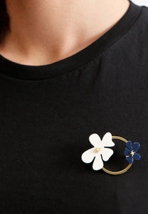 EXCLAiM Golden Brooch with Acrylic Flowers